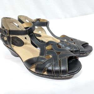 Sofftspots T strap open-toed Woven Black Sandals